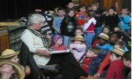 Frau Meuer liest